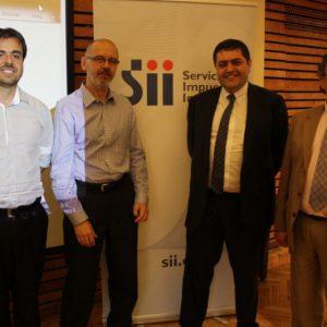 Autoridades y académicos de la FCFM y el SII felicitaron a los nuevos expertos.